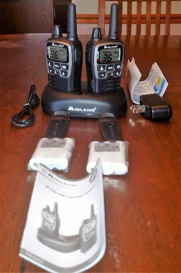 MIDLAND LXT118 18-Mile GMRS Two Way Radio With Accessories