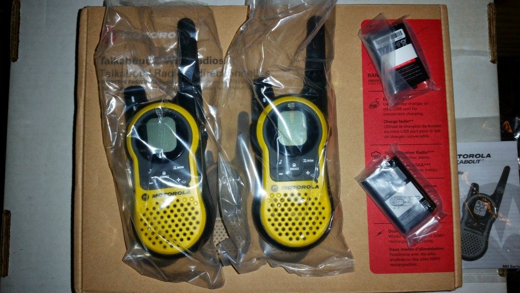 Motorola Talkabout MH230 Two Way Radio Unboxing